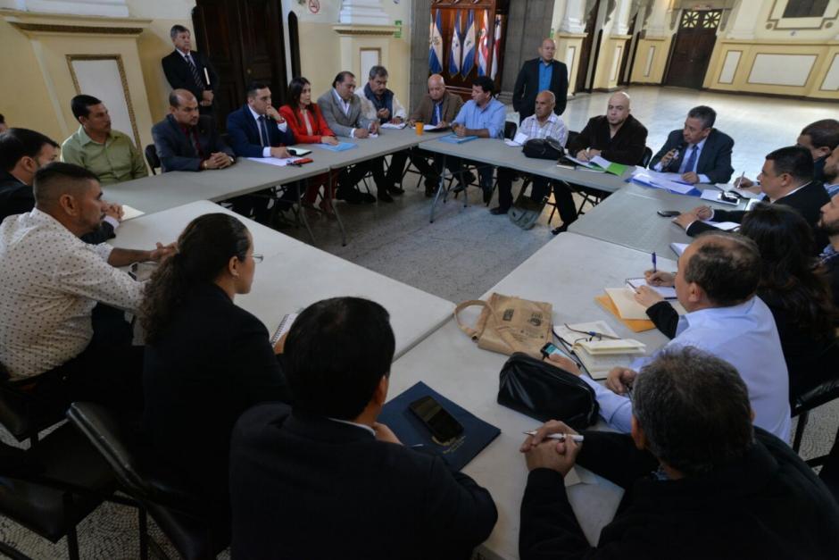En la reunión se discutió la extracción ilegal de agua de la laguna de Ipala. (Foto: Wilder López/Soy502)