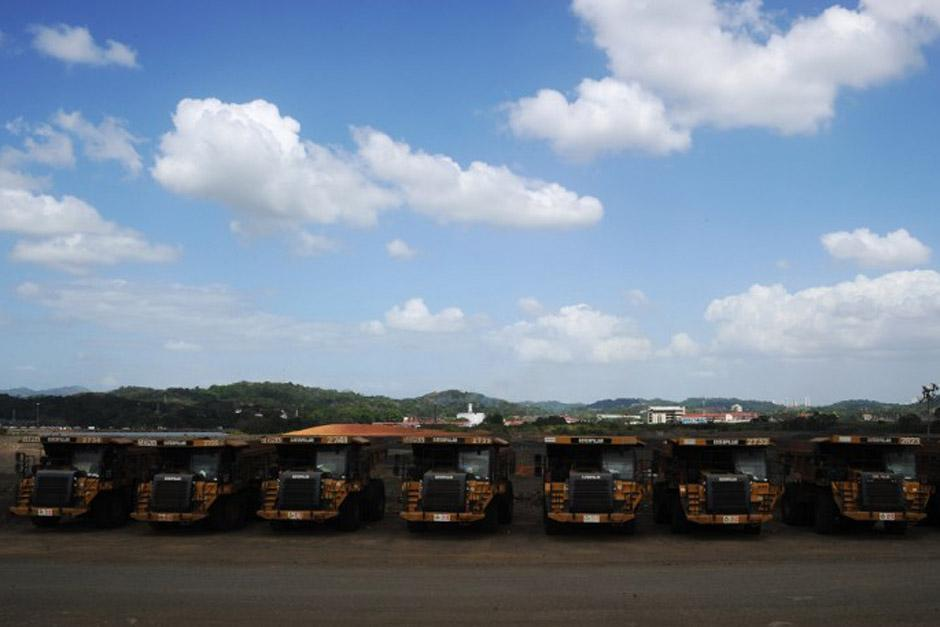 Hileras de camiones bien colocados aguardan por sus pilotos cuando un acuerdo se alcance; sin embargo, se prevé que este tome demasiado tiempo. (Foto: AFP)