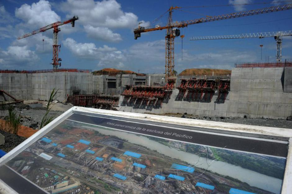 En la fotografía se observa un plano panorámico de cómo quedaría la obra. Se preveía que estaría finalizado, con retrasos, en 2015; ahora se ignora totalmente cuando terminará (Foto: AFP)