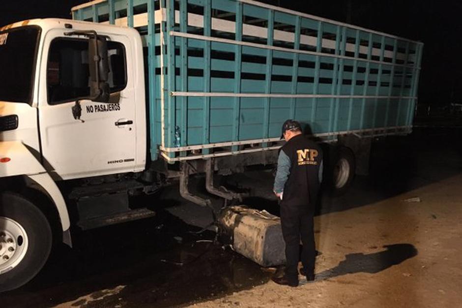 Fue necesario retirar partes del camión para encontrar el dinero. (Foto: MP)