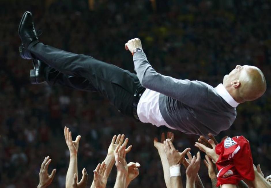 Los jugadores del Bayern despidieron a Pep con mucho cariño. (Foto: EFE)