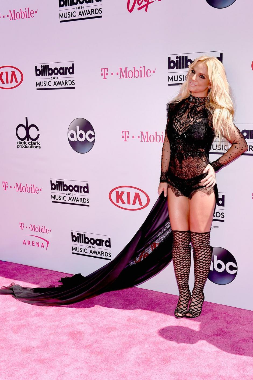 Britney Spears luce un vestido corto para los Billboard Music Awards. (Foto:Twitter/BillboardMusicAwards)