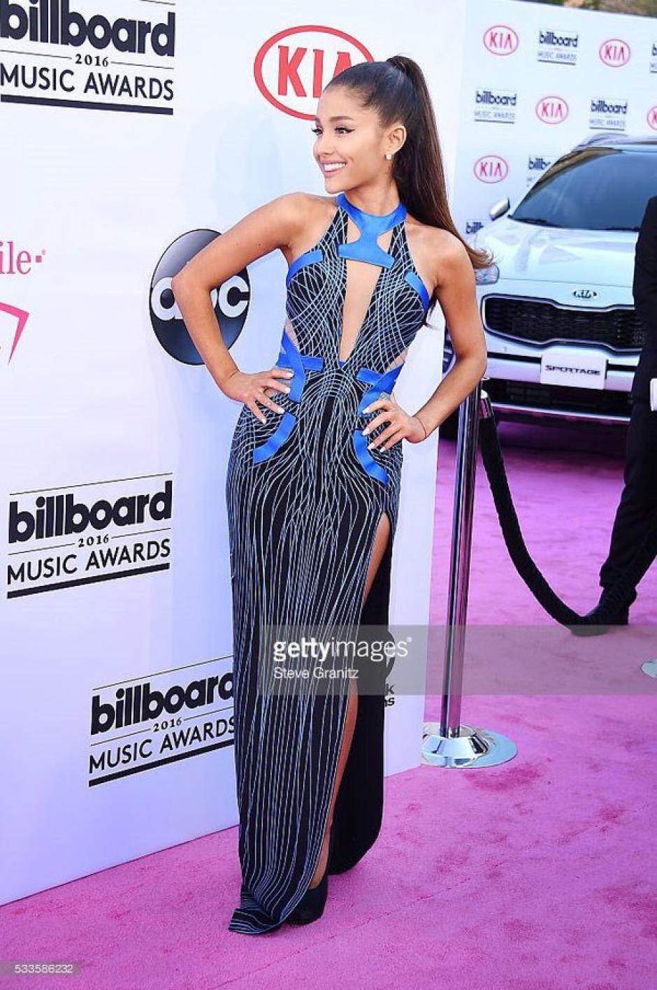El vestido de Ariana encanto a sus fanáticos. (Foto: Twitter)