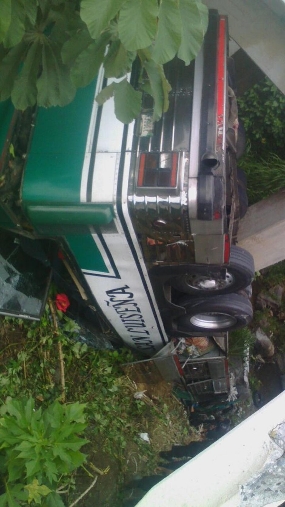 El autobús accidentado es de la ruta San Luiseña. (Foto: @Provial)