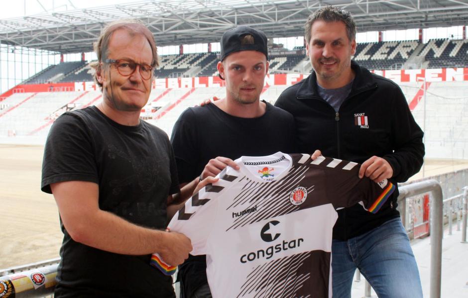 La fotografía en la que alguien utilizó la careta del entrenador salió mal y dejó al descubierto la estrategia del club alemán