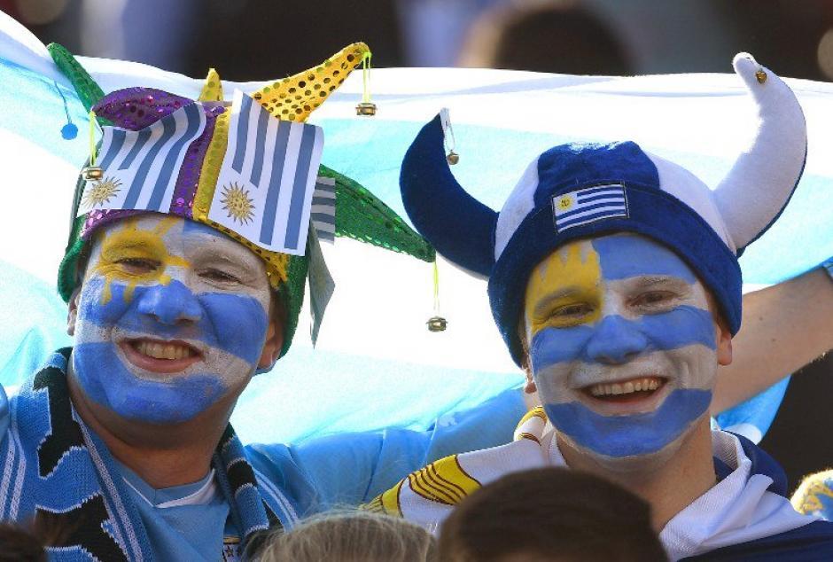 Los aficionados uruguayos alentaron a su Selección. (Foto: EFE)