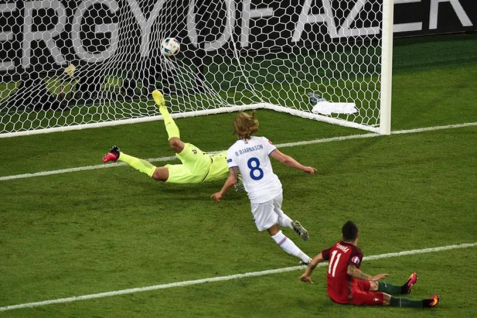 Así llegó el gol de Bejarnason para el 1-1. (Foto: EFE)