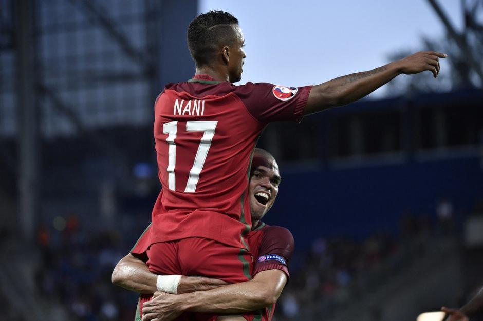 Pepe festejó con Nani el gol de Portugal. (Foto: EFE)