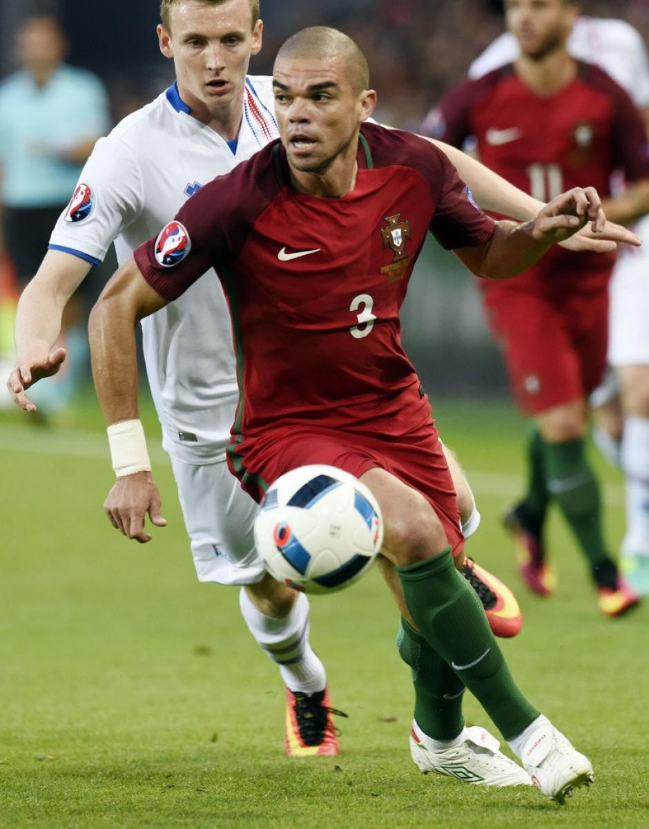 Pepe comandó la zaga portuguesa. (Foto: EFE)