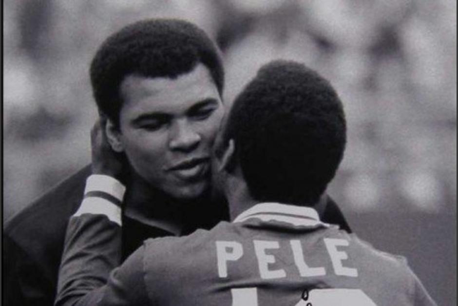 Pelé mostró toda su admiración hacia Muhammad Ali. (Foto: Twitter)