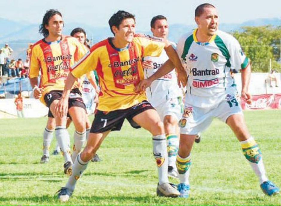 Sus primeros pasos en las canchas profesionales fueron con el deportivo Zacapa.(Foto: Twitter)