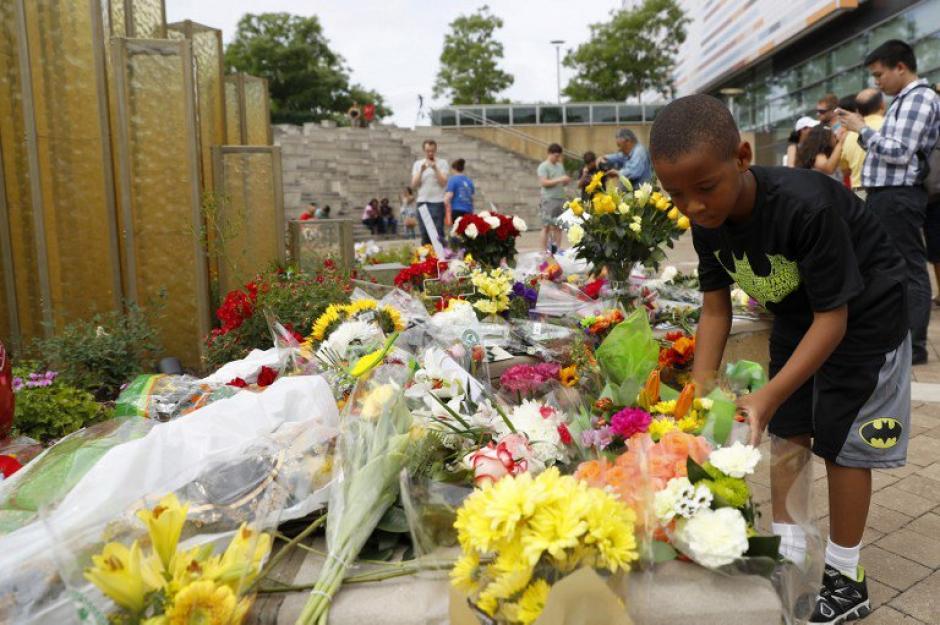 Flores y mucho amor para despedir a Muhammad Alí en Louisville. (Foto: AFP)