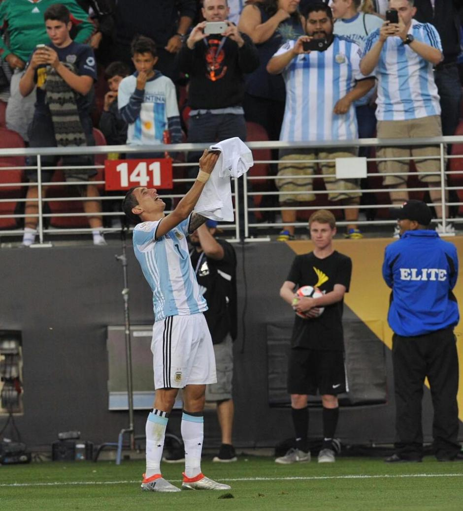 Una de las postales emotivas de la Copa América, Di María le dedicó su gol a su abuelita. (Foto: Captura de imagen)