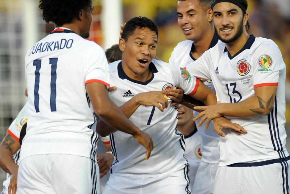 Carlos Bacca grita a todo pulmón el primer gol cafetero. (Foto: AFP)