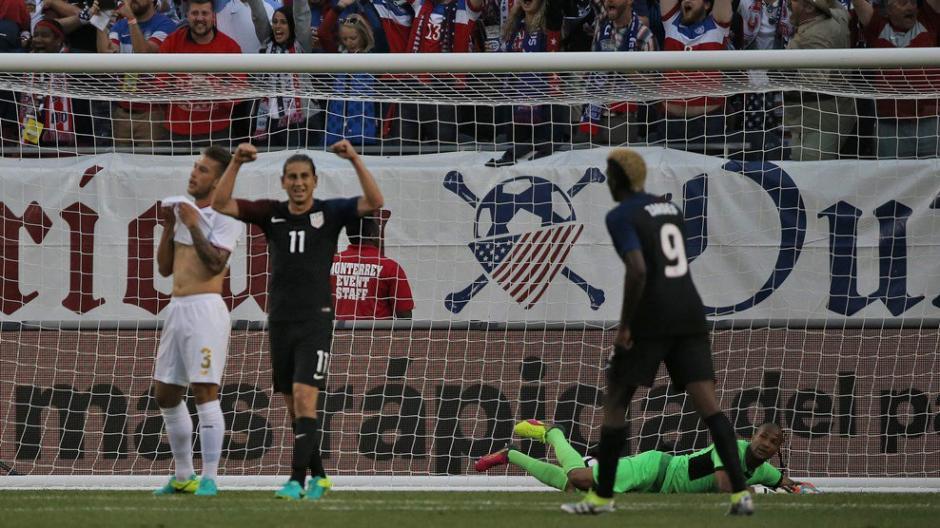 Jones festeja tras conseguir el tercer gol de los estadounidenses. (Foto: EFE)