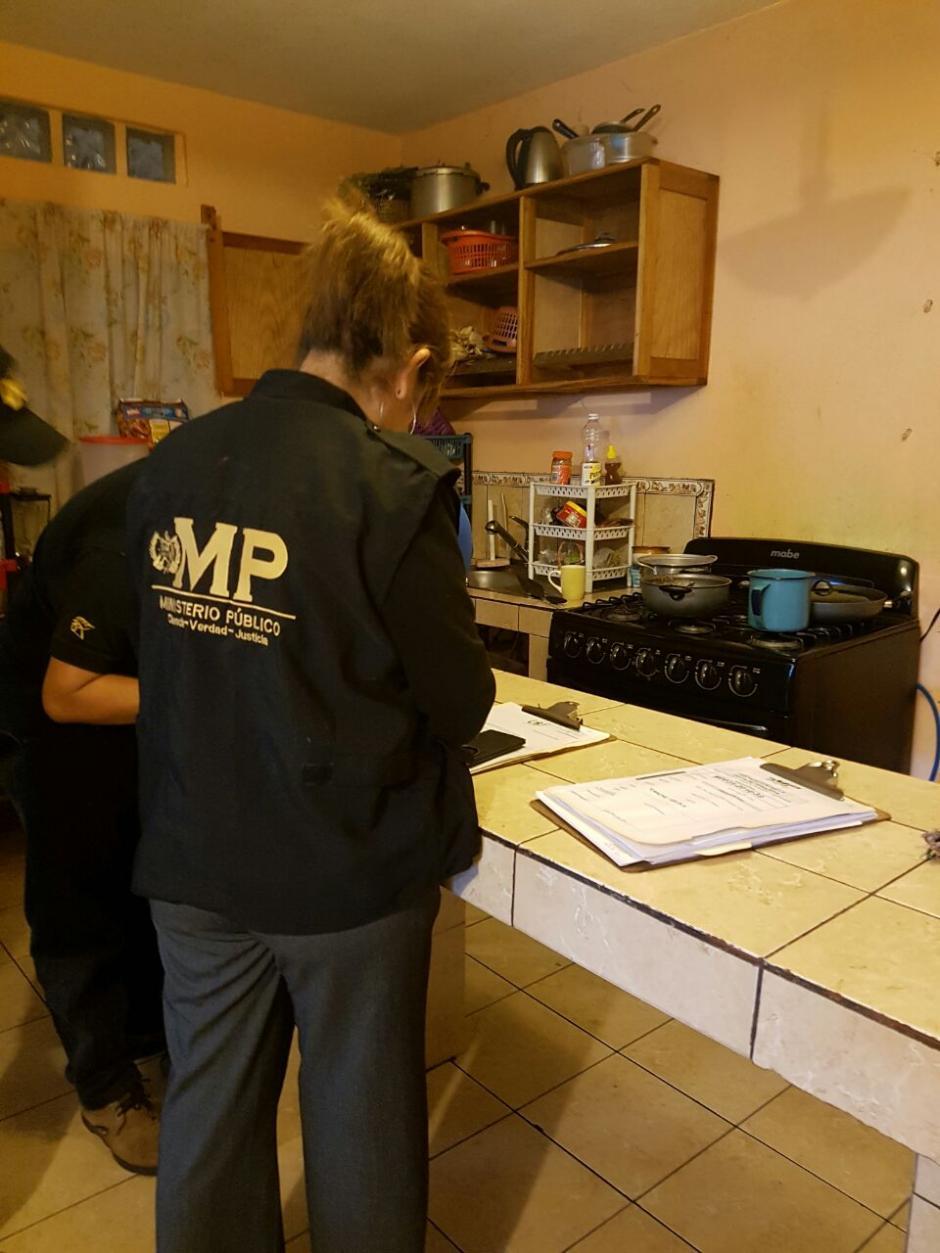 Este lunes las autoridades realizan un allanamiento en la zona 3 capitalina como parte de la investigación. (Foto: @MPguatemala)