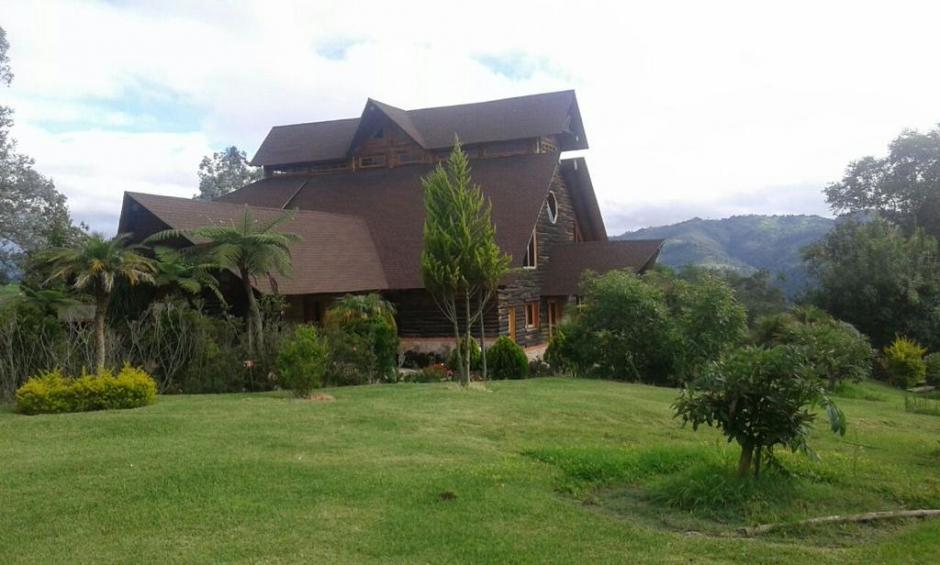 La propiedad cuenta con helipuerto, caballerizas y cultivos de aguacate. (Foto: @MPguatemala)
