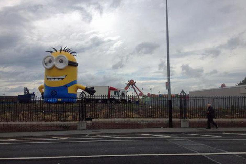 El Minion saludaba a los conductores antes que ocurriera el accidente. (Foto: irishmirror.ie)