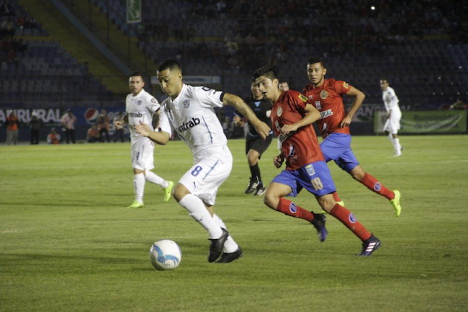 El partido fue de mucha intensidad. (Foto: Fredy Hernández/Soy502)