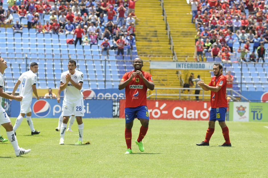 El primer golpe lo dieron los rojos al minuto 4. (Foto: Orlando Chile/Nuestro Diario)