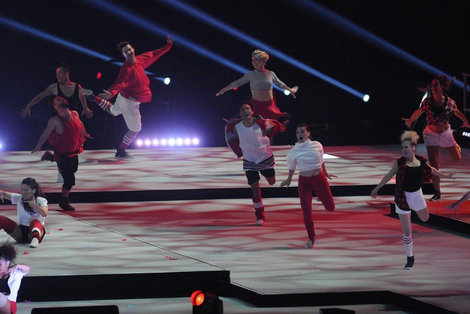 Un grupo de jóvenes bailarines profesionales amenizó la clausura de los Juegos Panamericanos de Toronto 2015. (Foto: Pedro Mijangos/Soy502)