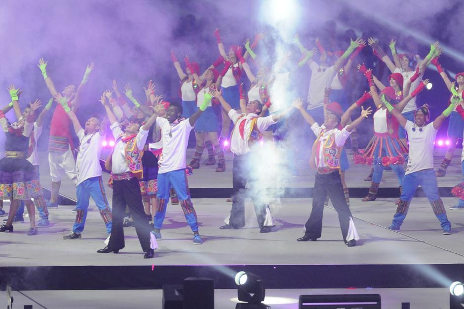 Luces, color y baile formaron parte de la clausura de los Juegos Panamericanos en Toronto, Canadá. (Foto: Pedro Mijangos/Soy502)