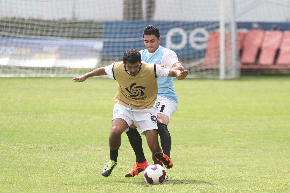 Marco Rivas y Pedro Samayoa, en el ensayo táctico de la Sele. (Foto: Luis Barrios/Soy502)