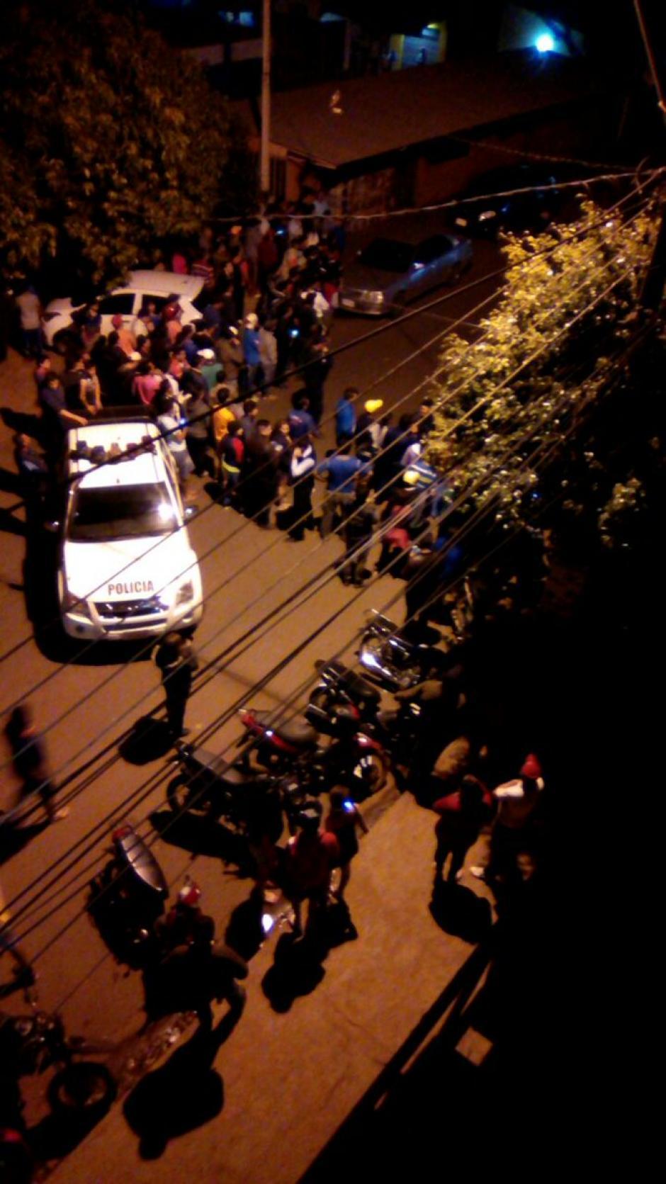 Tras el incidentes cientos de curiosos redearon la escena del crímen. (Foto: ABC)