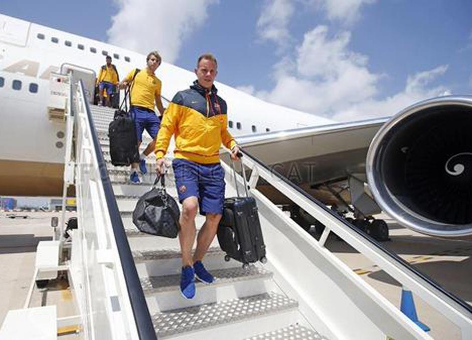 Ter Stegen, uno de los primeros jugadores del FC Barcelona en bajar del avión a su regreso de Estados Unidos