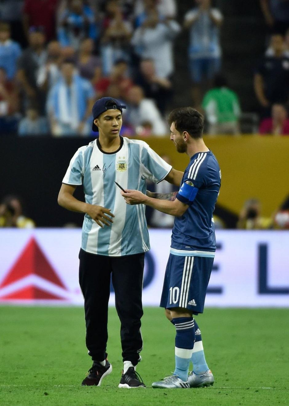 El seguidor de la albiceleste consiguió la firma de Messi. (Foto: Espacio Futbol)