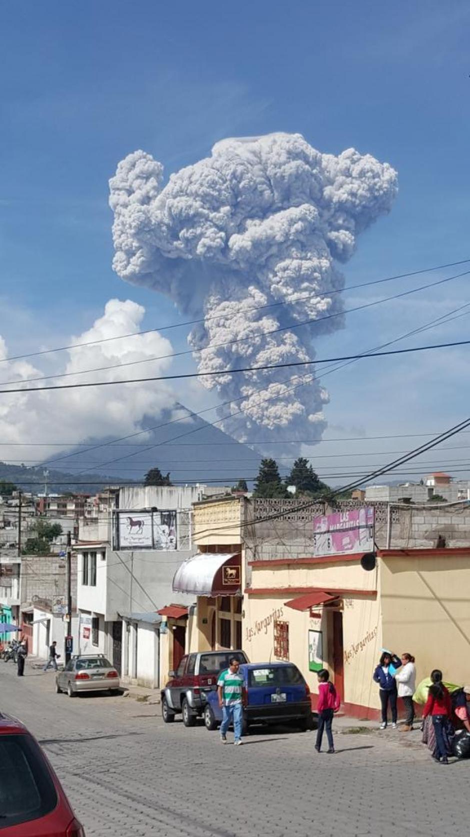 Pobladores de quetzaltenango admiraron el espectáculo. (Foto: Twitter