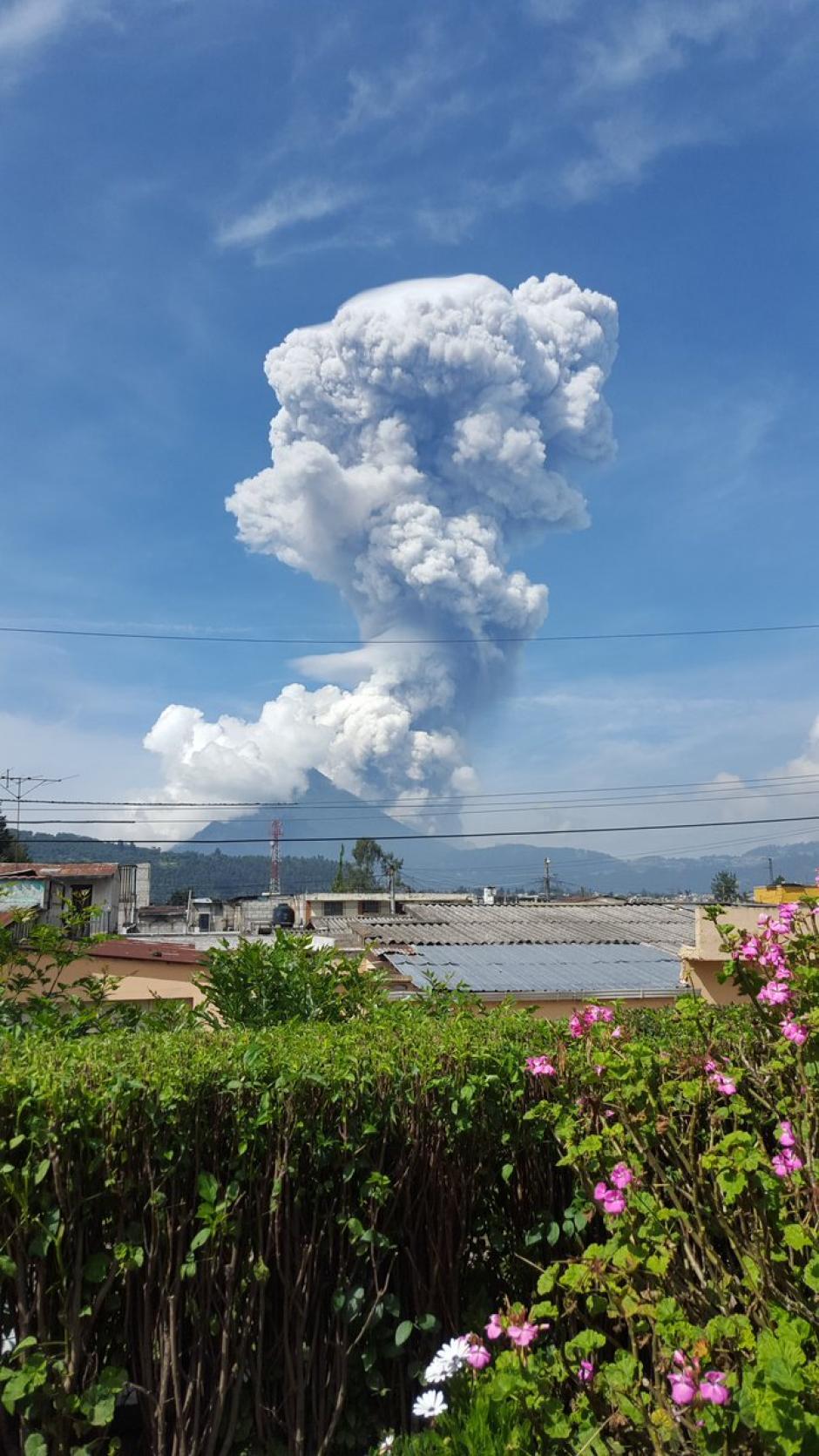 Otra postal de la explosión del Volcán Santiaguito. (Foto: Twitter)