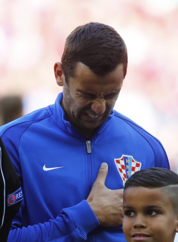 Darijo Srna llora al momento de cantar el himno nacional de Croacia. (Foto: EFE)