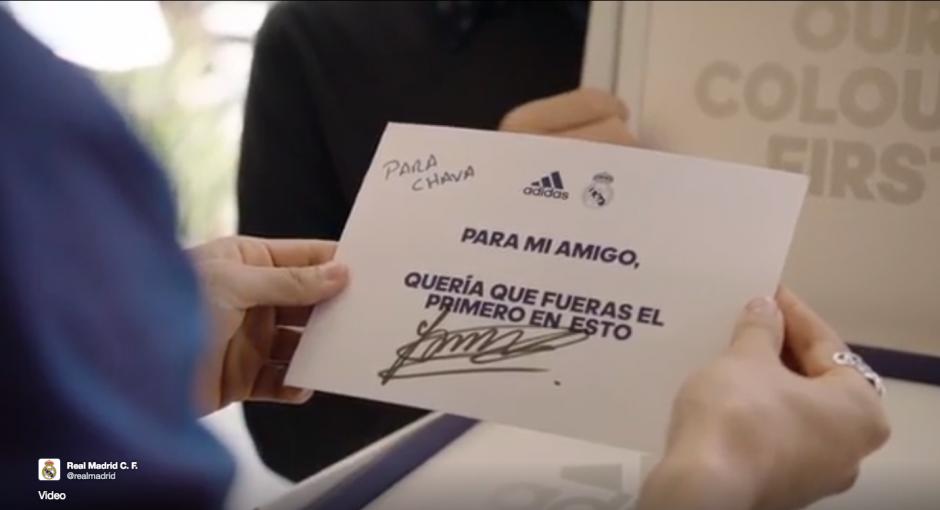 Una nota firmada por James va adjunta a la camiseta. (Foto: Twitter/@realmadrid)