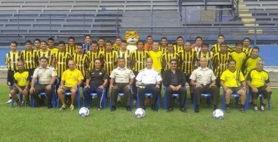 A los 28 dirigió por primera vez en la primera división. (Foto: Juan Francisco Roldán)