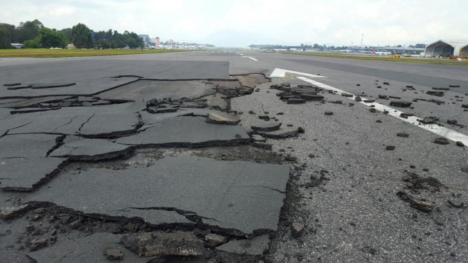 Las autoridades sancionarán a la aerolínea que provocó el daño. (Foto: @guatemala_dgac)