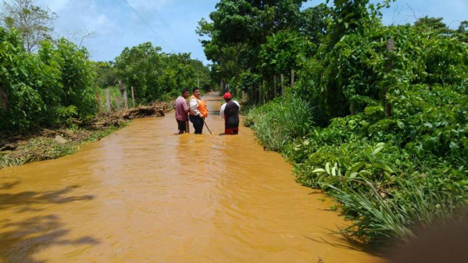 Conred informó que más de 50 viviendas resultaron afectadas por inundaciones en aldea Punta de Caimanes, Livingston. (Foto: Conred)