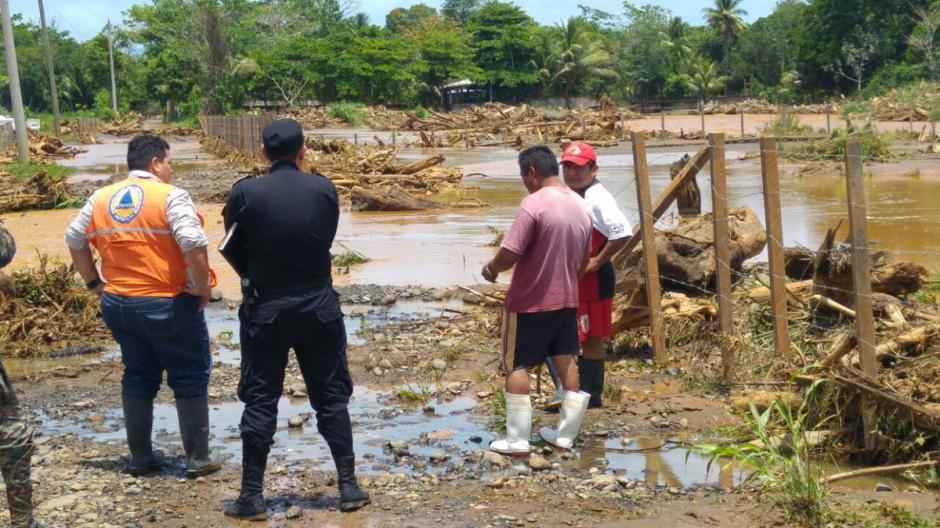 La lluvia del fin de semana dejó inundaciones en la aldea Punta de Caimanes, Livingston, Izabal. (Foto: Conred)