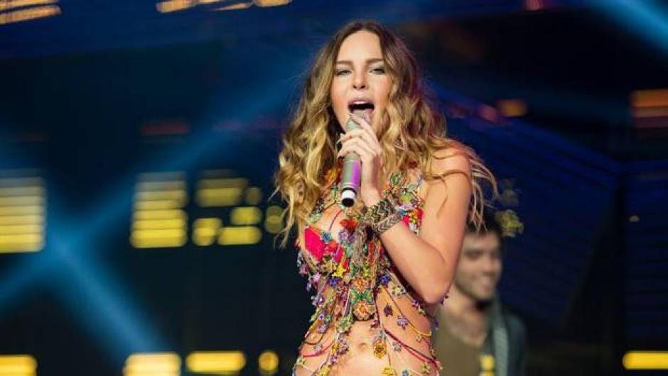 """Pese a sus encantos y talento, los fans exigen que cante """"El Sapito"""", en todos sus shows. (Foto: Famosasexpres)"""