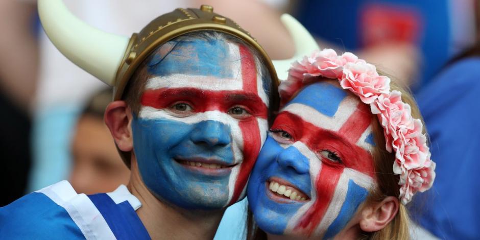 Los rostros pintados y los cascos vikingos no faltaron en la celebración. (Foto: AFP)