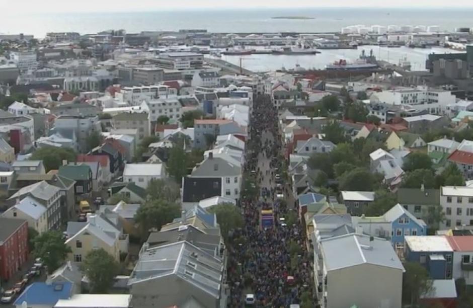 Islandia se vistió de gala para recibir a sus héroes futbolísticos. (Foto: AFP)