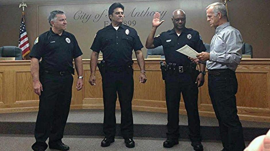 Estrada recibió su nombramiento junto a otros oficiales de policía. (Foto: Diario La Verdad)