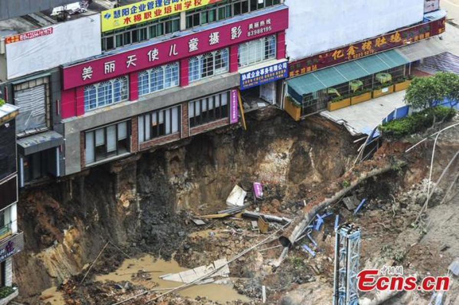 Se hunde una estación de metro en china foto