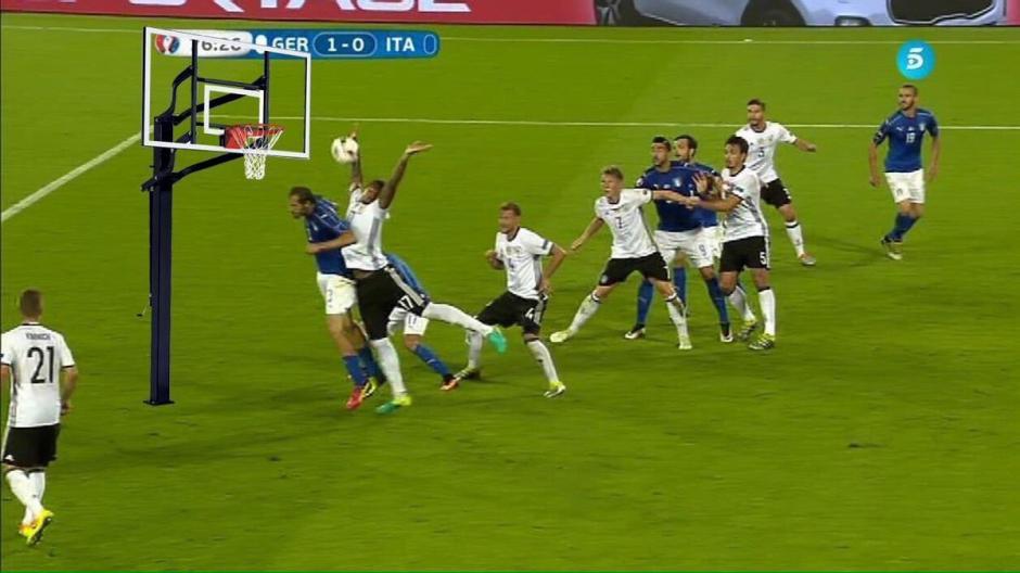 Los memes no se hicieron esperar tras la mano de Boateng. (Foto: Twitter)