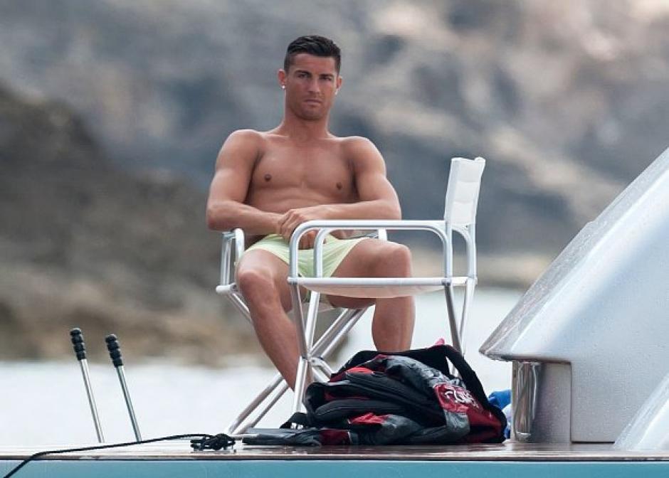 Cristiano Ronaldo se habría encontrado con Messi en altamar. (Foto: LP)