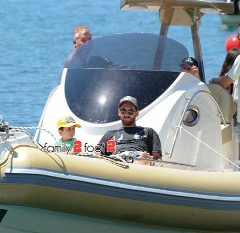 Lionel Messi y su familia disfrutan de las playas de Ibiza. (Foto: La Voz Galicia)