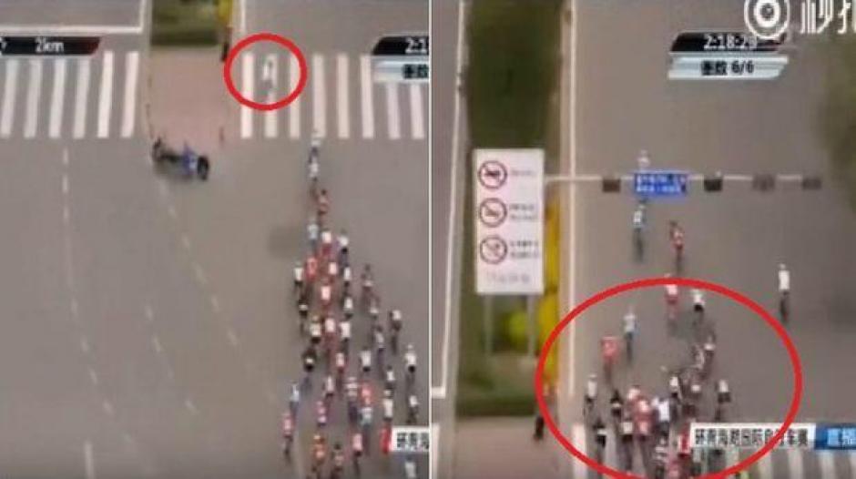 La toma aérea muestra el impacto con el peatón y la caída del grupo de pedalistas. (Foto: Captura de YouTube)