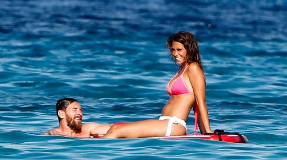 Messi y Antonella vacacionan en Ibiza. (Foto: Twitter)