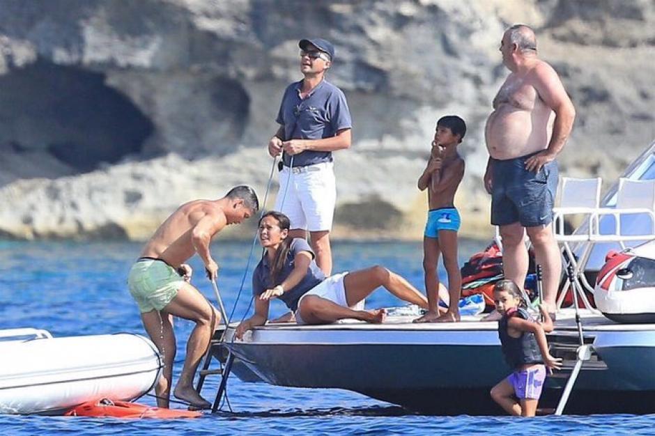 CR7 y su familia disfrutan de sus vacaciones en Ibiza. (Foto: Twitter)