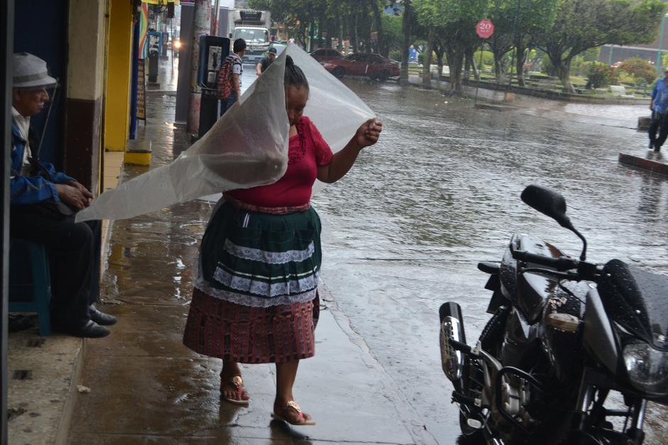 En Coatepeque, Quetzaltenango, las lluvias han provocado la acumulación de agua en las principales calles de la localidad. (Foto: Nuestro Diario)